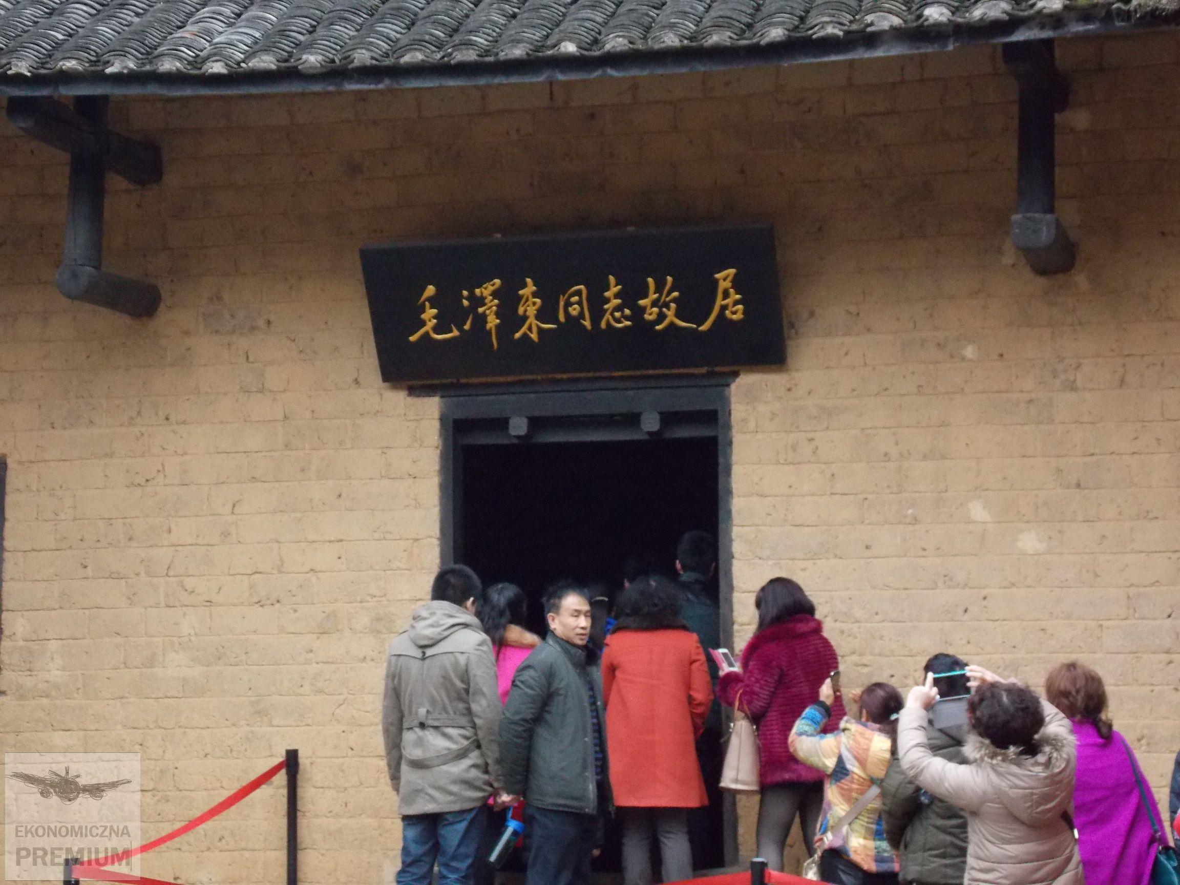 wejście dorodzinnego domu Mao