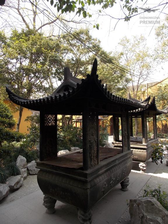 Jedna zeświątynnych kadzielnic