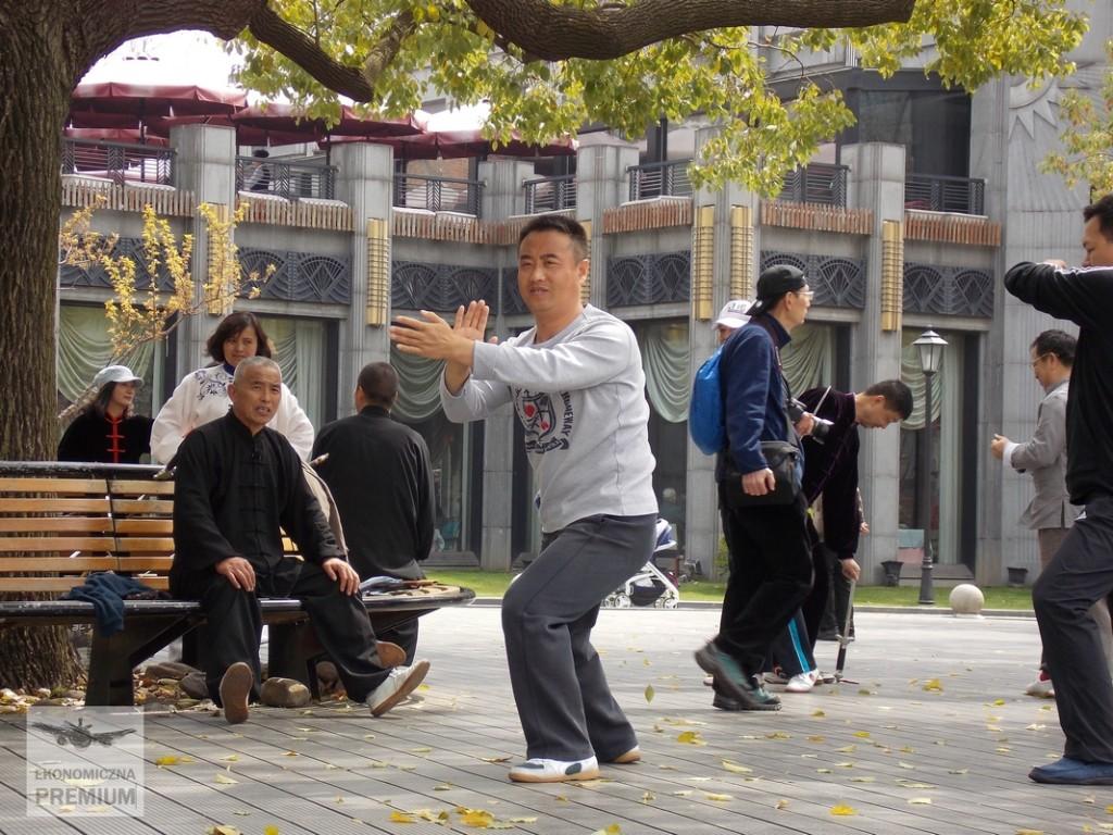 Trening Taiji podczujnym okiem profesora Sun.